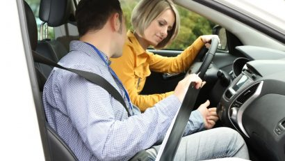 Choosing the Right Driving School